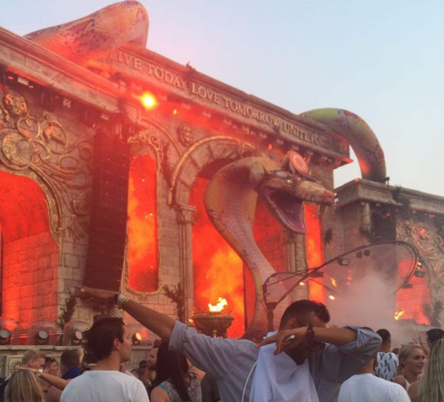 Tomorrowland Festival Review - Q-Dance Cobra