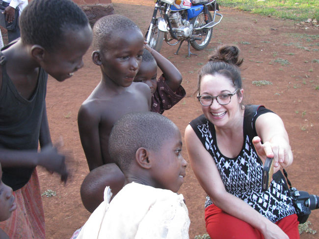 Jenn showing Ugandan kids their pictures
