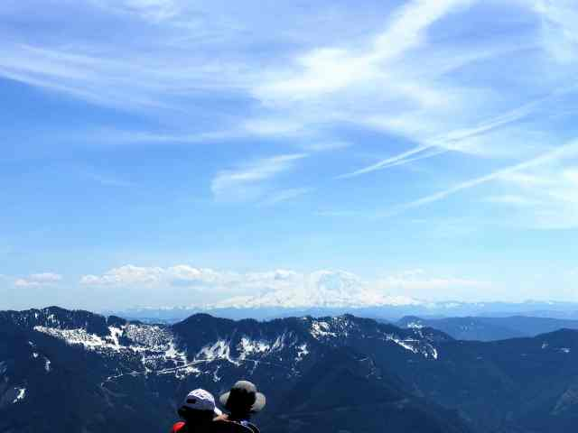 View of Mount Rainier from Mailbox Peak Best Hikes near Seattle