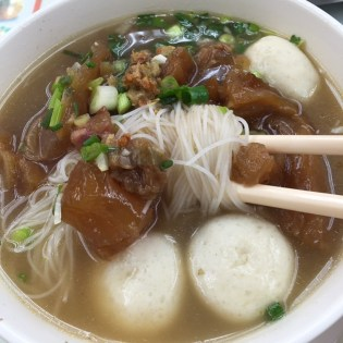 Fishballs with beef tendon and vermicelli