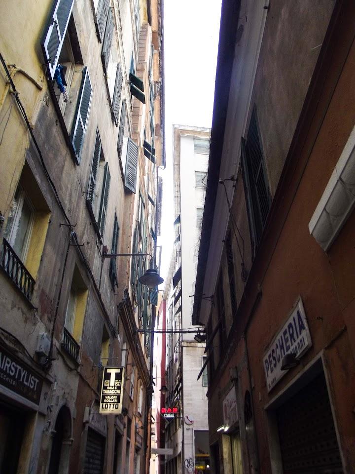 Uske uličice poznate pod nazivom caruggi, Đenova