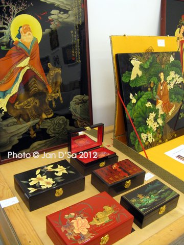 Containers and paintings with Chinese themes