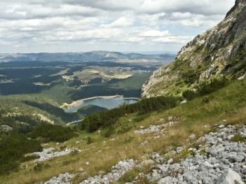 Crne jezero w oddali