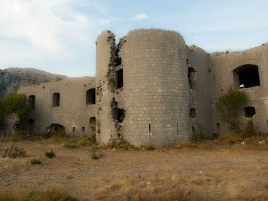 Mówiąc krótko - jakieś ruiny na wzgórzach