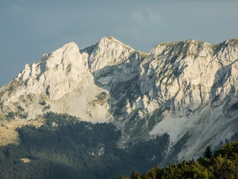 Góry w oddali. Gdzieś w Albanii ;)