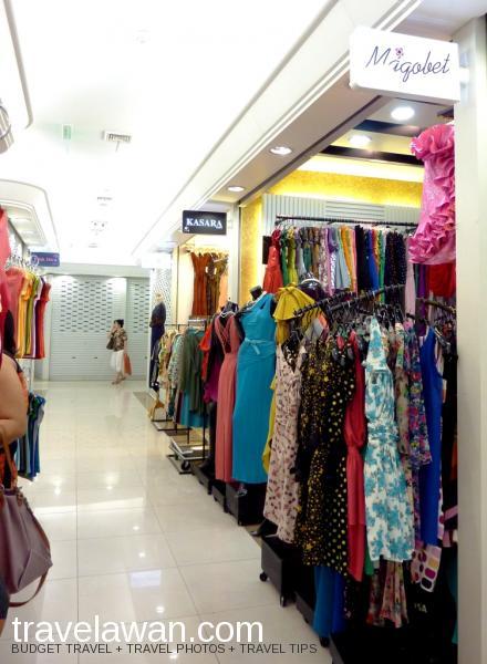Suasana di dalam Platinum Fashion Mall yang nyaman dan dilengkapi AC