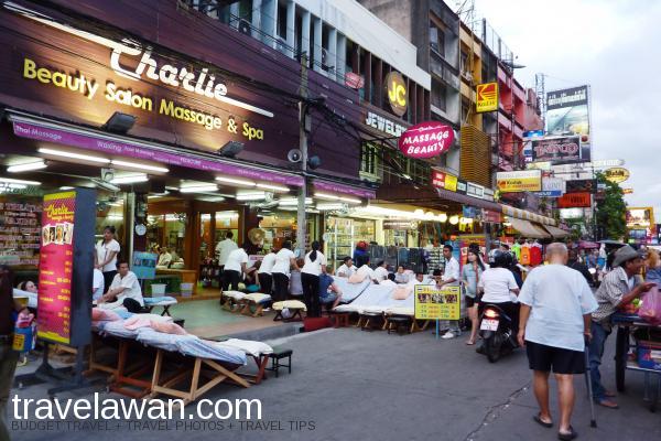 Selain itu di kiri-kanan jalan juga banyak bar, kafe, restoran, agen travel, tem
