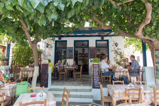 Grecia con niños: Almuerzo en el pueblo de Filoti