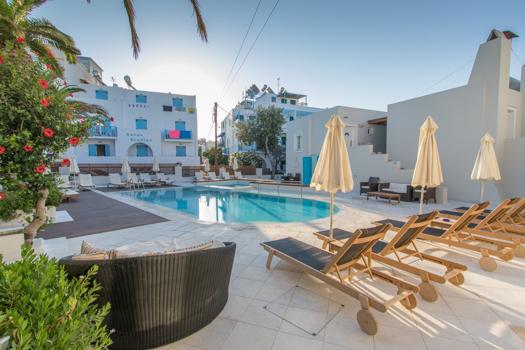 Grecia con niños: La piscina en el Nissaki Beach Hotel