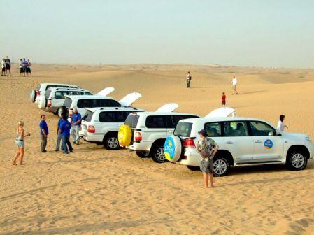 Emirate - caravana de cămile-putere