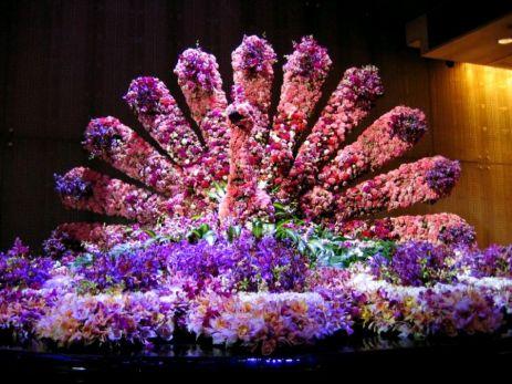 Păun din flori la cazino