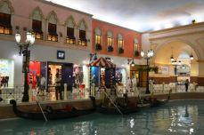 Cu gondola prin Villagio