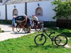 Plecarea. Când încă eram 3 biciclişti.