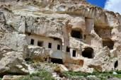 Locuințe săpate în piatră