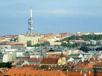 Žižkov Television Tower din Praga a fost construit între anii 1985 - 1992. Structura sa este neobișnuită, formată din trei piloni în care sunt cabinele de transmisiuni, un restaurant și o cafenea. Seamănă cu o rachetă gata de decolare. Are 216m înălțime iar platforma de observație este la 100m. Cântărește 11.800 tone și este inclus în Federația Mondială a Marilor Turnuri.