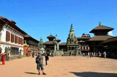 Schimbările majore din ultimii ani au propulsat Bhaktapur în circuitul turistic şi, la fel ca şi Patan, se află inclus în UNESCO cu a sa ... Durbar Square, evident.