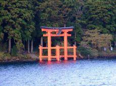 Torii (鳥居, torii), poarta tradițională japoneză