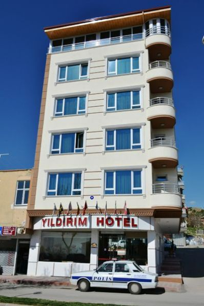 Yıldırım Hotel şi o Dacie de poliţie ce veghează pentru liniştea muşteriilor