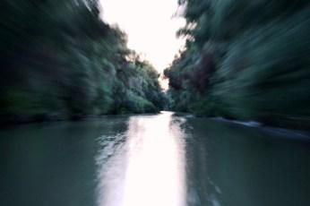 Cu viteză maximă pe canale, să prindem răsăritul pe lac ...