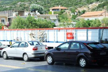 Focusache e în ferry, în port la Glyfa