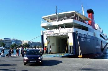 Focusache este marinar - ieşind din burta temutului ferry, în portul Pireu