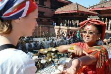 Nepal - Negociere de boluri cântătoare în Patan