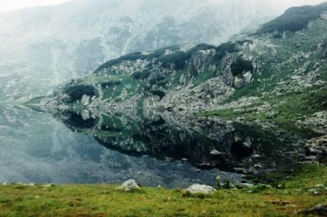 Oglindirea lacului Bucura din Retezat