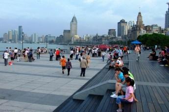 The Bund (外灘; Wàitān), una din cele mai faimoase promenade ale lumii