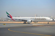Dubai International Airport - Boeing 777 Emirates, gata de decolare
