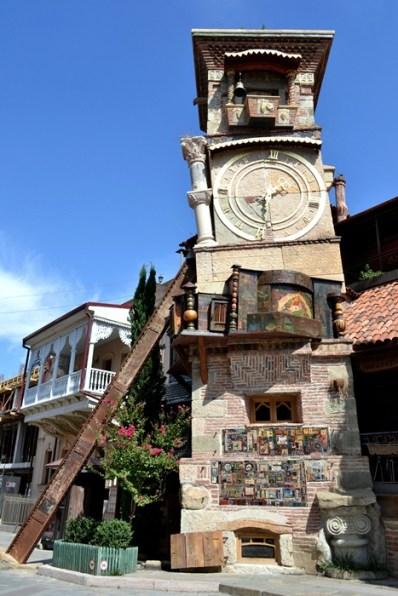 Turnul înclinat de la Teatrul Gabriadze
