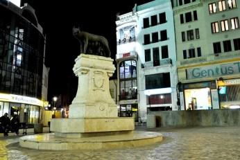 Statuia Lupoaicei, la intrarea în Centrul Vechi
