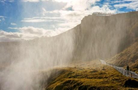 Gullfoss, în norul de apă
