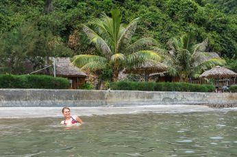 O baie în Nam Cát