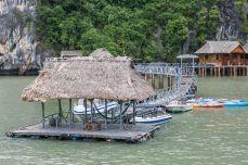 Portul ... de pe Nam Cát