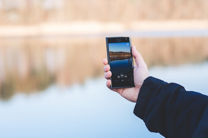 Smartphone - Safety tips for Women Travelling Alone