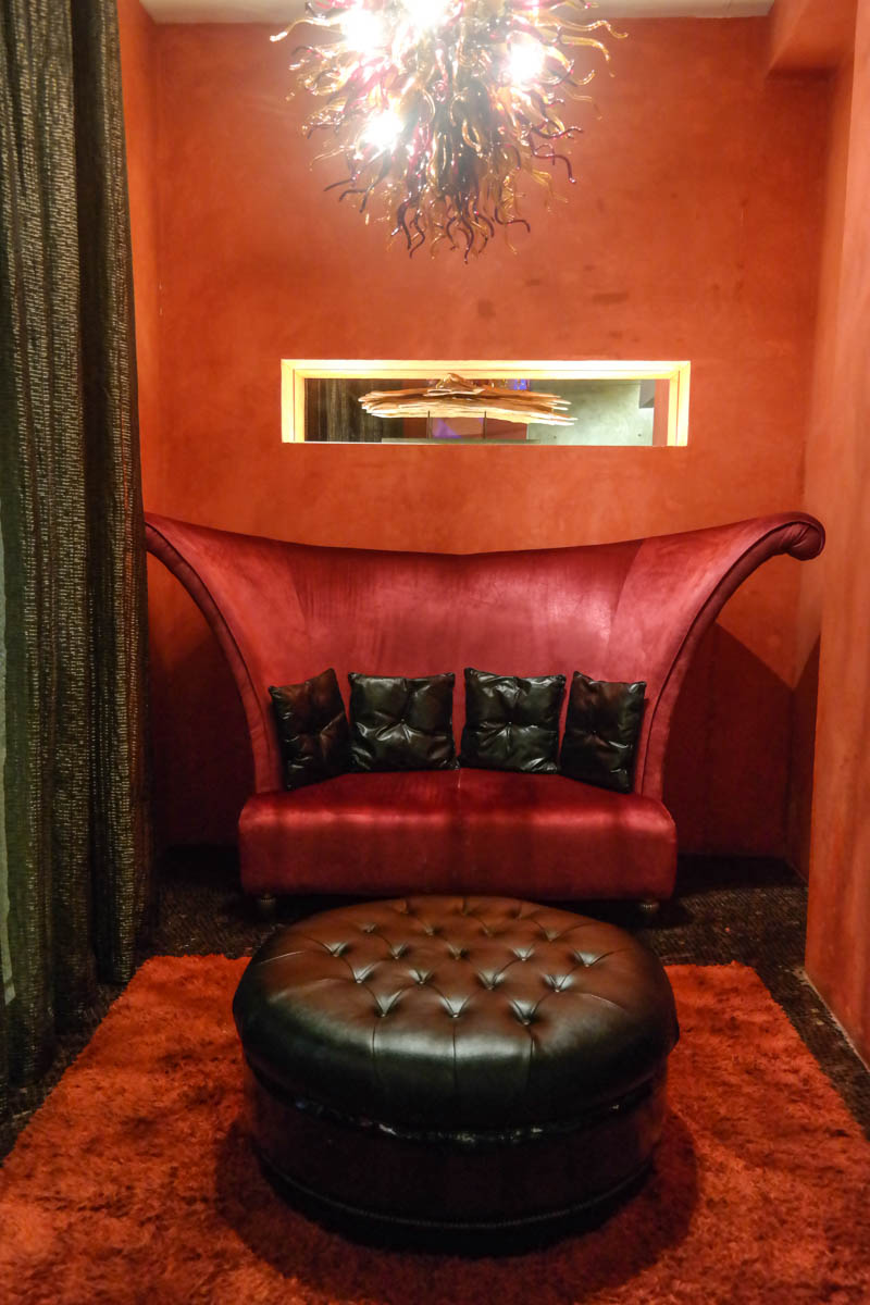 luxe-manor-main-chair