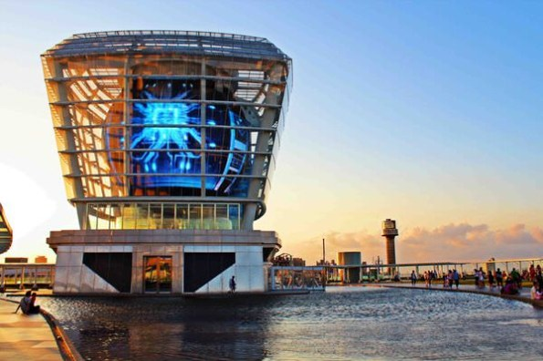 ▌新竹 ▌超吸睛!五彩繽紛的巨大天燈,怎麼拍都好美‧世博台灣館(已歇業)