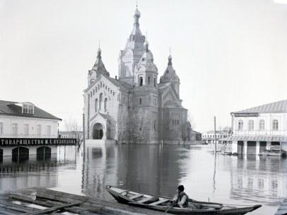 Александро-Невский собор, весеннее половодье