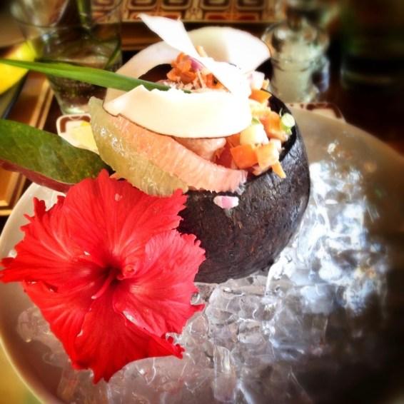 Dit is em: de kokosnoot met verse vis.
