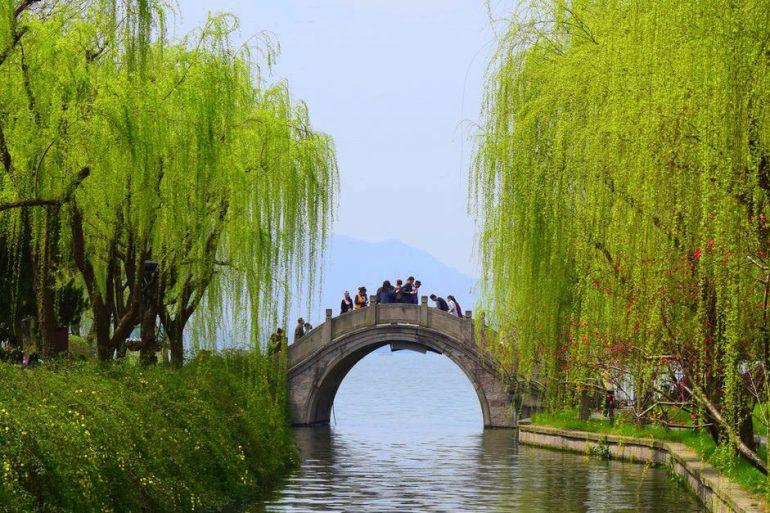 גשר סיני קלאסי במזרח האגם (צילום: טל ניצן)