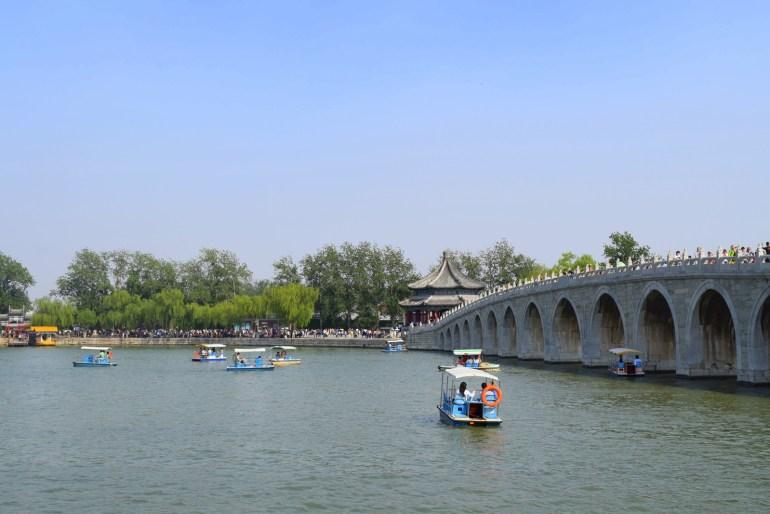 גשר 17 הקשתות. לא רק אמצעי לחציית האגם (צילום: טל ניצן)