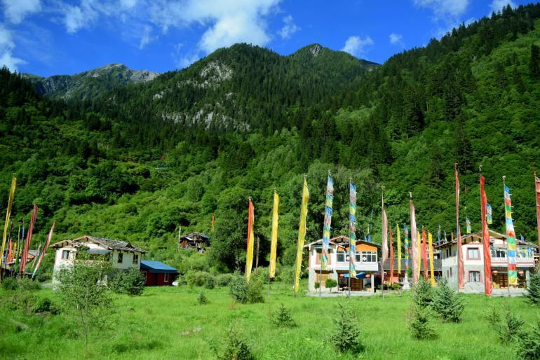 """הכפרים הטיבטיים הקטנים העניקו לפארק את שמו – """"עמק תשעת הכפרים"""" (צילום: טל ניצן)"""