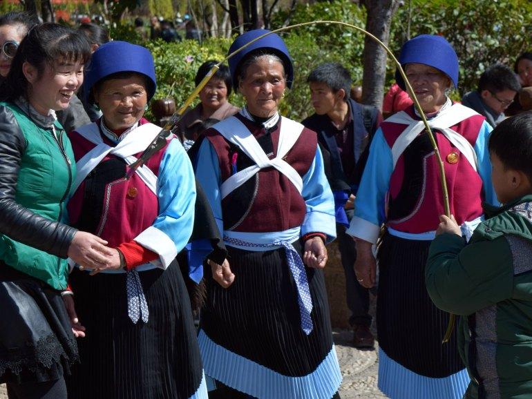 נשות מיעוט הנאש'י בתלבושות המסורתיות (צילום: טל ניצן)