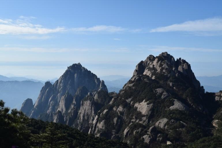הנוף הנשקף מפסגת הבהירות - מימין פסגת הלוטוס (צילום: טל ניצן)