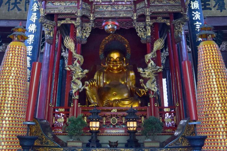 הבודהה הצוחק בהיכל מלכי השמיים (צילום: טל ניצן)