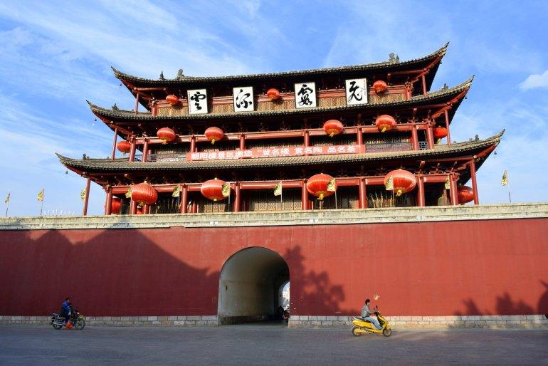 השער המזרחי - מגדל צ'אויאנג (צילום: טל ניצן)
