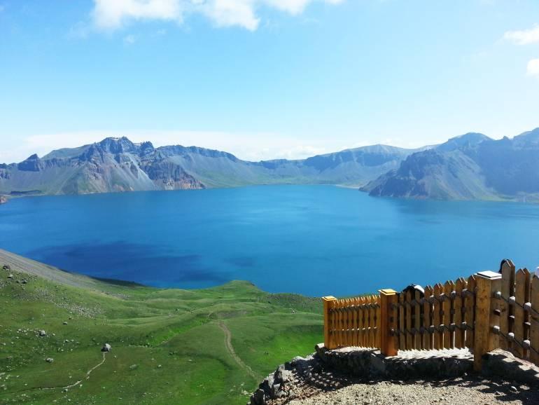 """""""האגם השמיימי"""" בהר צ'אנג-באי (צילום: טל ניצן)"""