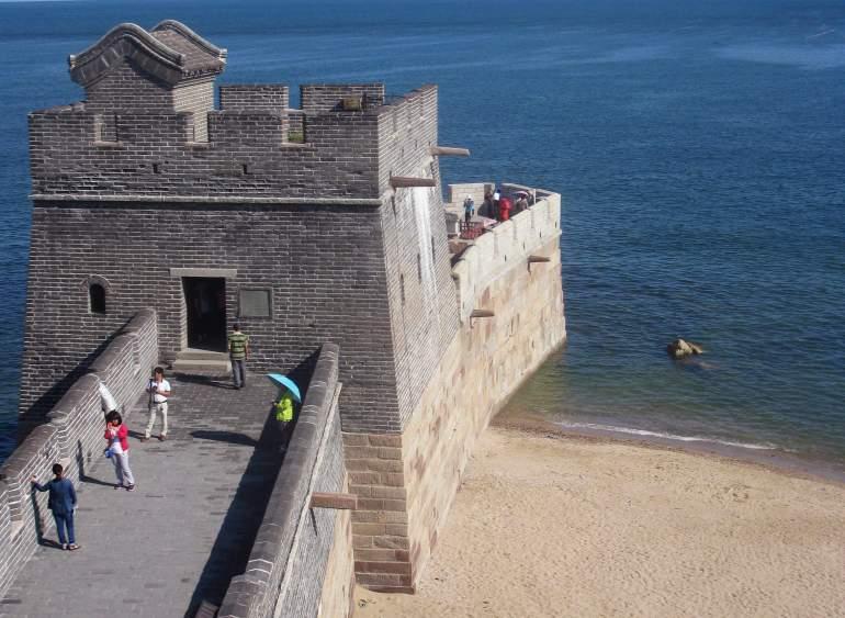לאו-לונג-טואו - הקטע המזרחי ביותר של החומה הסינית (צילום: טל ניצן)