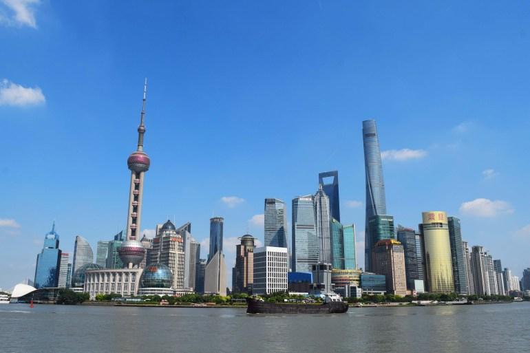 קו הרקיע של פודונג: הבניין הגבוה מימין - מגדל שאנגחאי; ומיד אחריו - מרכז הפיננסים העולמי (צילום: טל ניצן)