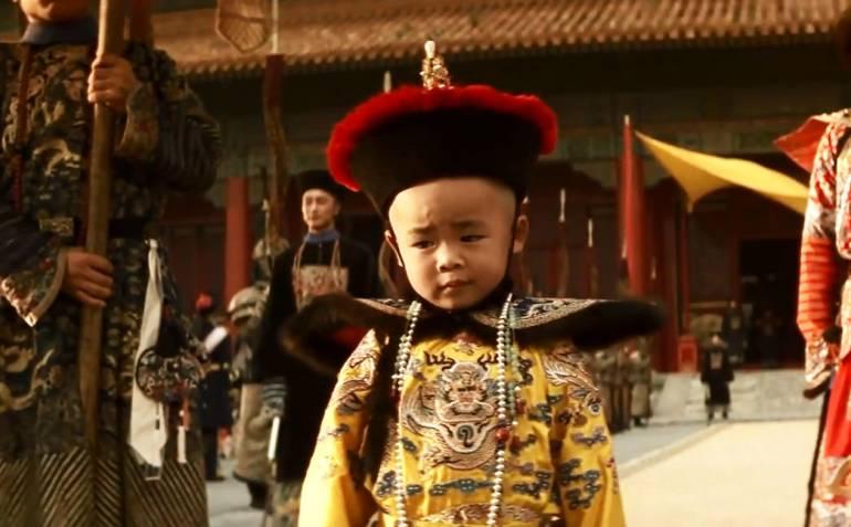 """הקיסר הילד פו-יי (מתוך הסרט """"הקיסר האחרון"""")"""